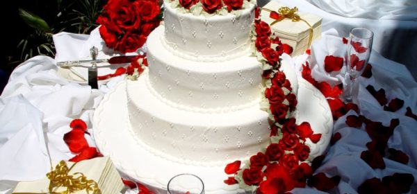 Gorgeous Wedding Cake Fresh Flowers Combo You Will Love